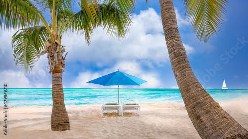 Obraz na plátne Beach umbrella near the blue ocean