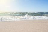 Fototapeta Fototapety z morzem do Twojej sypialni - Bałtyk morski - fale na brzegu w Mielnie