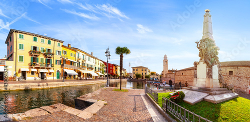 Fotografia, Obraz View of Lazise at the lakeside of Lake Garda in summer in the northern Italy