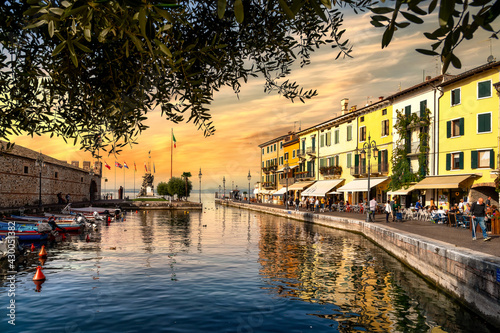 Leinwand Poster View of Lazise at the lakeside of Lake Garda in summer in the northern Italy