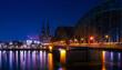 Panoramabild mit Blick auf den Kölner Dom und die Hohenzollernbrücke bei Nacht