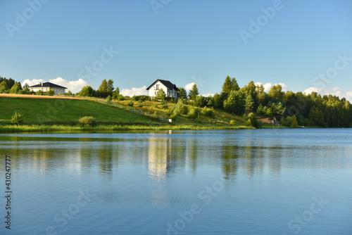Fototapeta nad jeziorem obraz