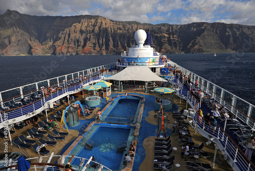 Fototapeta Cruise ship off the Napali coast Hawaii