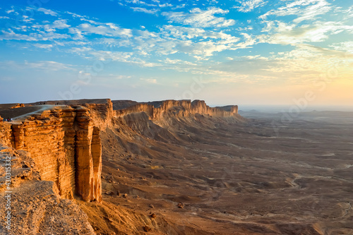 Edge of the World, a natural landmark and popular tourist destination near Riyadh -Saudi Arabia. - fototapety na wymiar