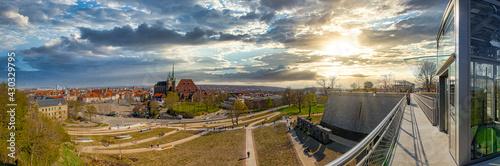 Photo Panorama am neugestalteten Petersberg in Erfurt mit Dom und Severikirche