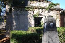 Il Cimitero Vecchio Di Viggiù In Provincia Di Varese, In Disuso Ma Molto Suggestivo.