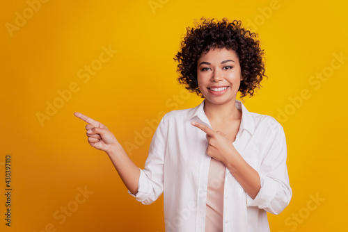 Portrait of young business woman pointing fingers empty space advise novelty on Fototapeta