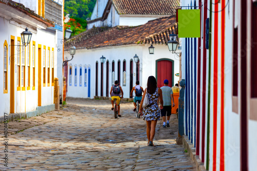 Fototapeta Streets and houses of historical center in Paraty, Rio de Janeiro, Brazil. Sunny day in Paraty. Paraty is colonil city listed Unesco obraz