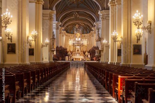 Fototapeta Cristianismo catedral escultura religión iglesia altar obraz