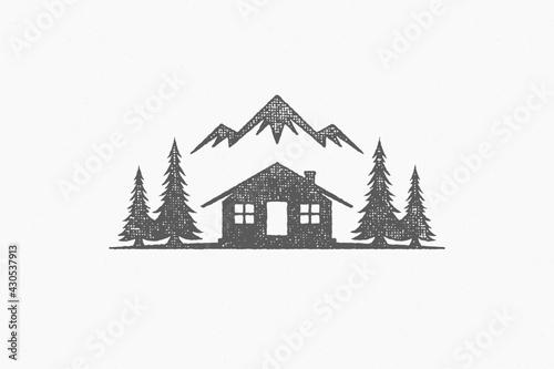 Fotografia Silhouette shack hut located near coniferous forest and mountain ridge in countr