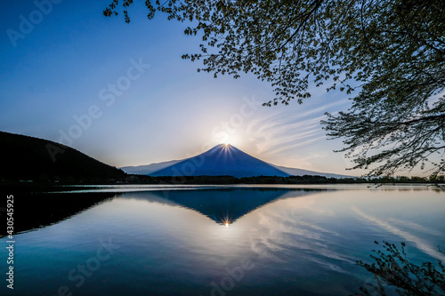 Foto 静岡県富士宮市田貫湖のダイヤモンド富士