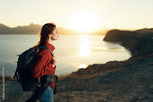 Naklejka premium woman tourist with backpack landscape sunset travel