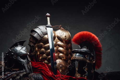 Fotografia Ancient rome soldier and gladiator outfit and sword