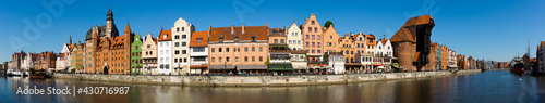 Photo Panoramic view of Motlawa river embankment in Gdansk in sunny spring day, Poland