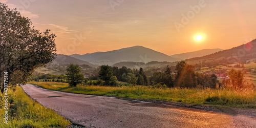 zachód słońca w górach - fototapety na wymiar