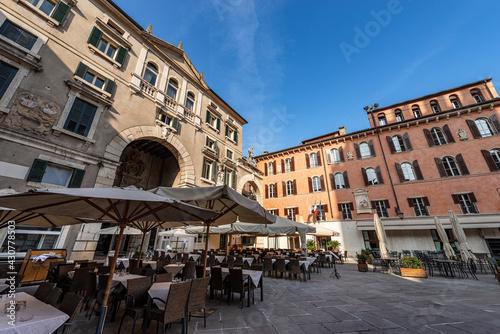 Fototapeta Verona, Piazza dei Signori also known as Piazza Dante, a square in the historic center of the city with its restaurants and bars. UNESCO world heritage site, Veneto, Italy, Europe. obraz