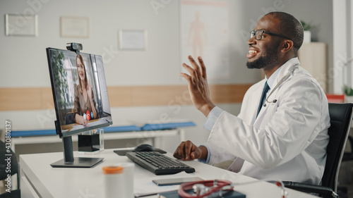 Fotografía Doctor's Online Medical Consultation: Black Handsome Physician is Making a Video Call with a Female Patient on Desktop Computer