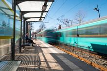 Beförderung öffentlicher Nahverkehr Bahnsteig Geschwindigkeit Durchreise