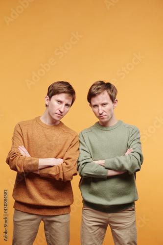 Obraz na płótnie Portrait of scowling twins