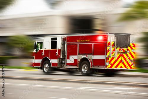 Obraz na płótnie A fire engine responds to the scene of an emergency.