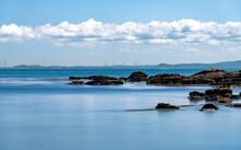穏やかな海と夏の空