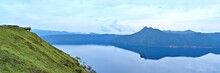 摩周ブルーに染まる晩秋の摩周湖のパノラマ情景@北海道