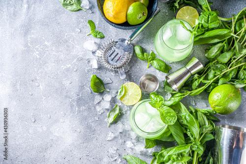 Fototapeta Basil smash gin cocktail obraz