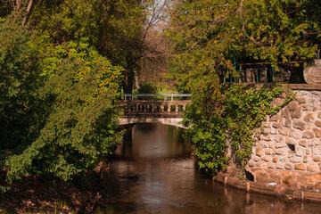 Park Dworski w Iłowej. Most nad rzeką Czerna Mała.