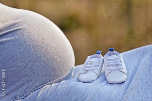 Pregnant woman. - fototapety na wymiar