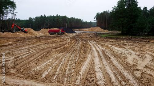 Obraz Budowa nowej drogi. Wykopy. - fototapety do salonu