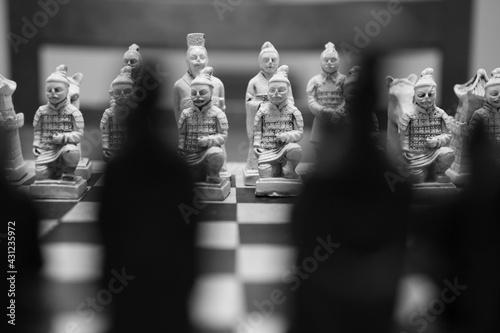 Papel de parede Grayscale closeup shot of an arranged oriental chessboard