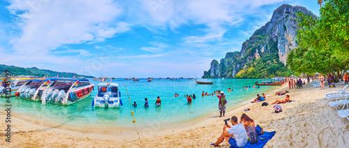 Take a rest on Phi Phi Don Island, Krabi, Thailand - fototapety na wymiar