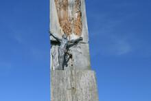Stara Figurka Jezusa Na Zniszczonym Krzyżu.
