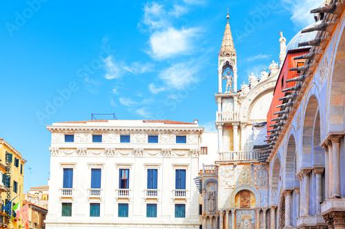 Papel de parede Side view of  Saint Mark Basilica in Venice