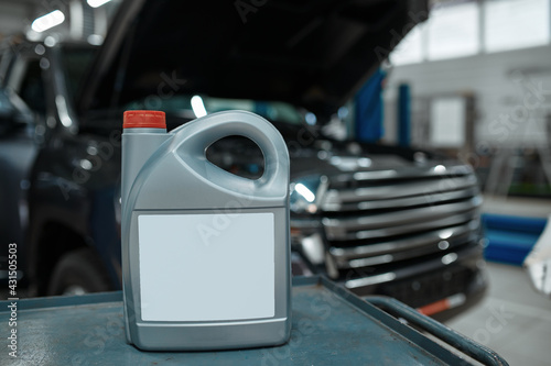 Oil canister on toolbox, car service concept - fototapety na wymiar