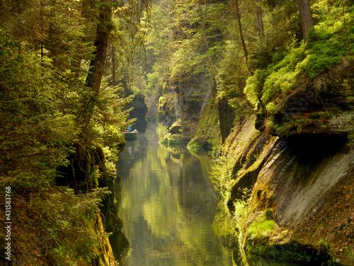 Czeska Szwajcaria rzeka Kamenice spływ łodzią