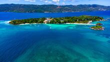 Foto Aerea De Las Playas Hermosas De Una De Las Islas Mas Hermosas Del Caribe, La Isla Cayo Levantado, Samana, Republica Dominicana