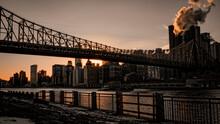 Paisaje De La Ciudad De Nueva York Con Puente Nevado A La Hora Del Atardecer