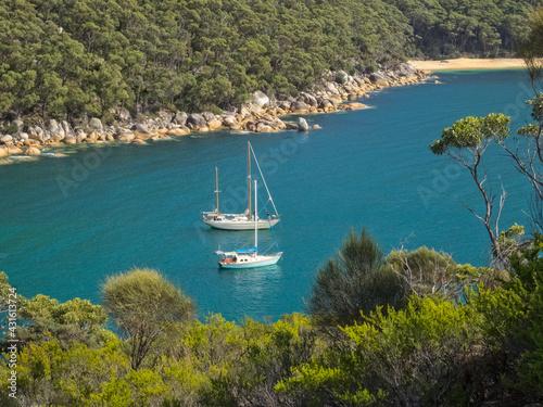 Fototapeta Refuge Cove provides safe anchorage for those sailing through and around the sou