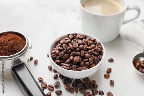 Obraz Cup of coffee and bowl with beans on light background - fototapety do salonu