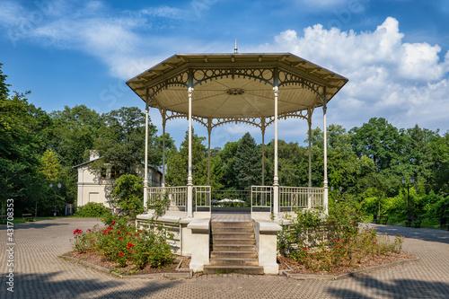 Arbour in Zrodliska Park in Lodz Fototapeta