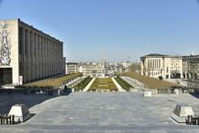 Le Jardin Du Mont Des Arts Entre Les Bâtiments Majestueux Récents En Face Du Centre Historique De Bruxelles