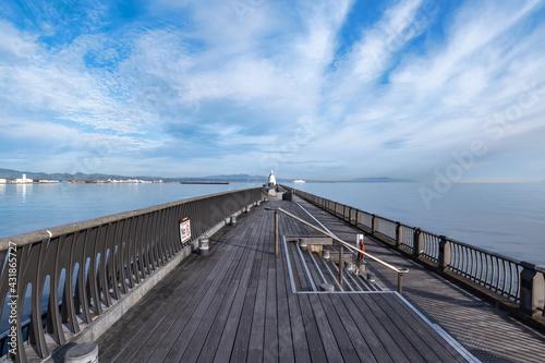 Fotografia 【青森北防波堤】フェリーを見送る西灯台の見える風景