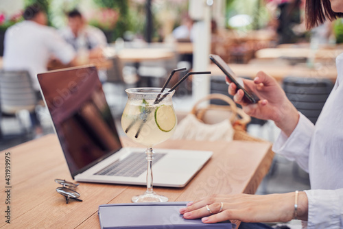 Obraz Cropped shot of business woman drinking cocktail - fototapety do salonu