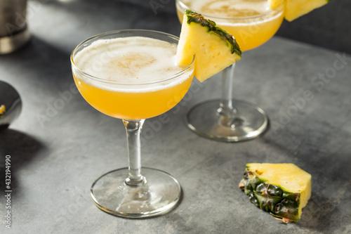 Obraz Boozy Refreshing Barracuda Pineapple Daiquiri - fototapety do salonu