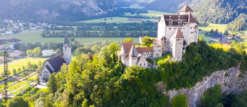 Foto Scenic view of Gutenberg Castle in town of Balzers, Liechtenstein