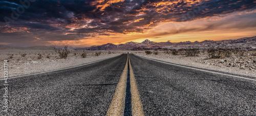 Obraz na plátně Route 66 in the desert with scenic sky