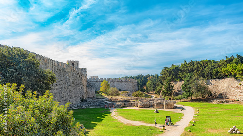 Foto Rhodes Defense Moat
