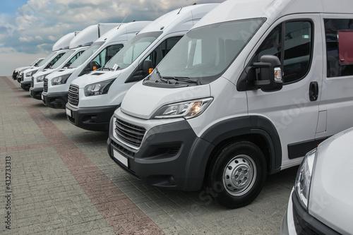 Fotografie, Obraz minibuses and vans outside
