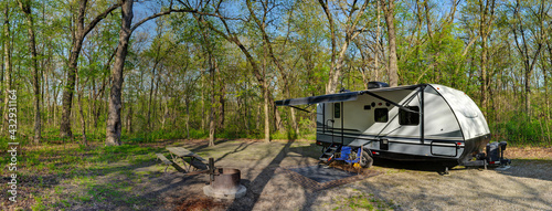 Fotografiet Travel trailer camping in the woods at starved rock state park illinois